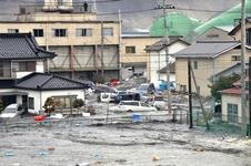 Les rues sont inondées dans la ville de Kesennuma, dans la préfecture de Miyagi