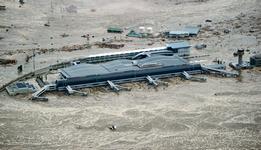 L'aéroport de Sendai est inondé (nord-est du Japon)
